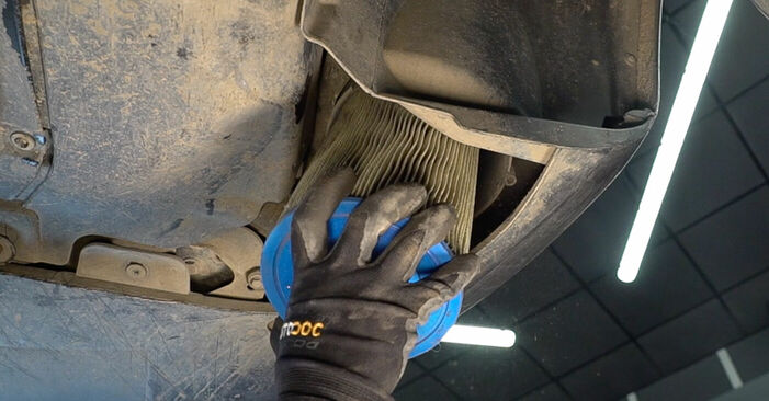 Changing Air Filter on FIAT BRAVO II (198) 1.4 T-Jet 2009 by yourself