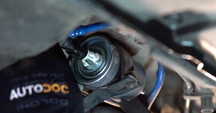 Смяна на Горивен филтър на Opel Astra g f48 2008 1.6 16V (F08, F48) самостоятелно