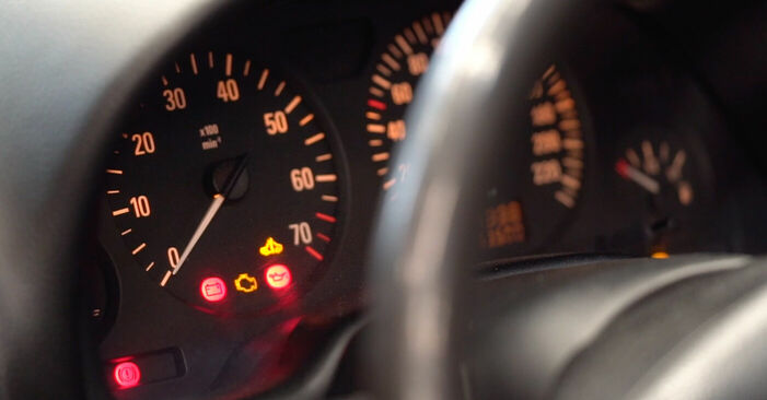 Стъпка по стъпка препоруки за самостоятелна смяна на Opel Astra g f48 1999 1.7 DTI 16V (F08, F48) Горивен филтър