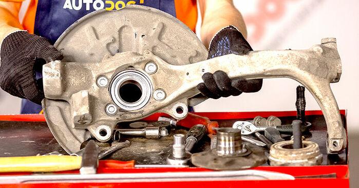 Você precisa saber como substituir Rolamento da Roda no AUDI A4 ? Este manual de oficina gratuito o ajudará a fazer você mesmo