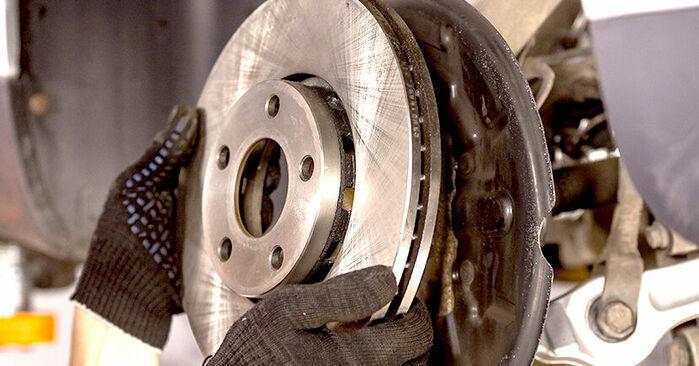 Como substituir Rolamento da Roda no AUDI A4 Sedan (8E2, B6) 2000: descarregue manuais em PDF e instruções em vídeo