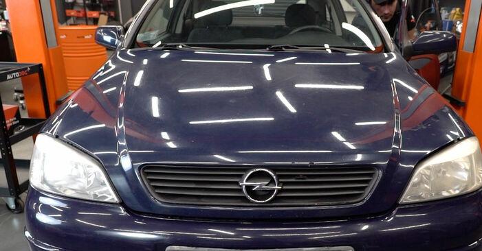 Как се сменя Крушка за главен фар на Opel Astra g f48 1998 - безплатни PDF и видео уроци