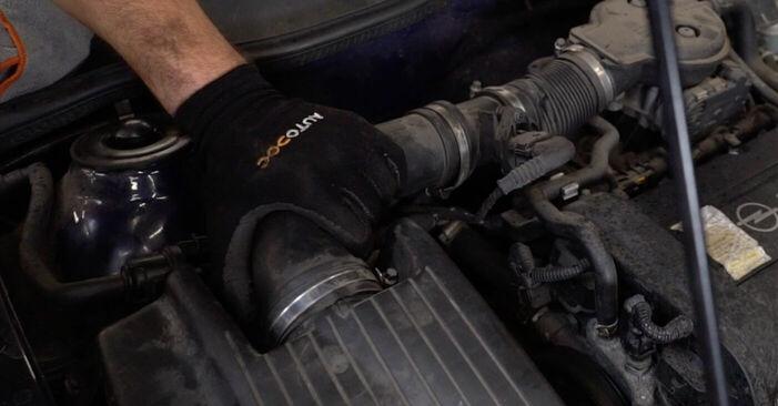 Mennyire nehéz önállóan elvégezni: Opel Astra g f48 2.0 DI (F08, F48) 2004 Izzó, főfényszóró cseréje - töltse le az ábrákat tartalmazó útmutatót