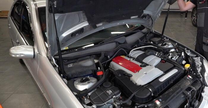 Cómo cambiar Bobina de Encendido en un Mercedes W203 2000 - Manuales en PDF y en video gratuitos