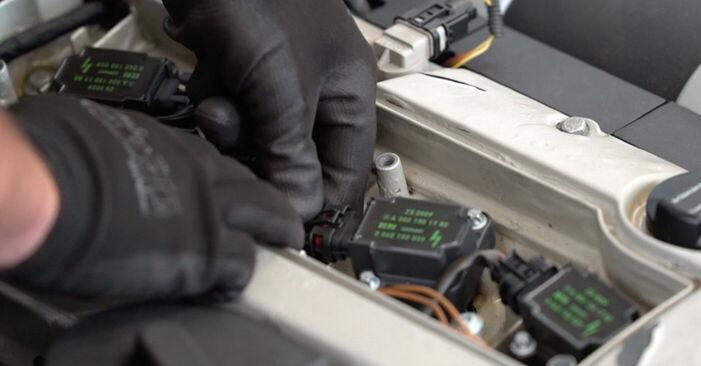 Cómo quitar Bobina de Encendido en un MERCEDES-BENZ C-CLASS C 200 CDI 2.2 (203.007) 2004 - instrucciones online fáciles de seguir