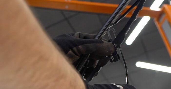 Wechseln Scheibenwischer am FIAT DOBLO Cargo (223) 1.6 Natural Power 2003 selber
