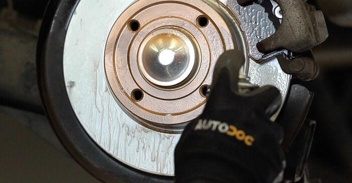 Bremsbeläge RENAULT MEGANE II Saloon (LM0/1_) 1.5 dCi (LM1E) 2003 wechseln: Kostenlose Reparaturhandbücher