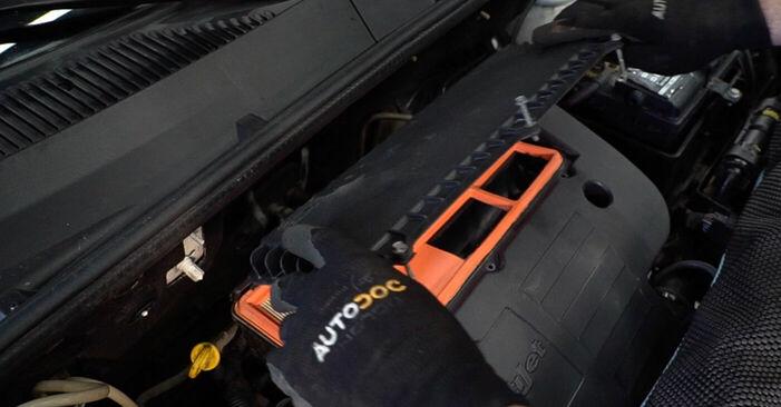 Wechseln Luftfilter am FIAT DOBLO Cargo (223) 1.6 Natural Power 2004 selber