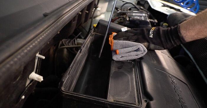 Luftfilter am FIAT DOBLO Cargo (223) 1.9 JTD Multijet 2006 wechseln – Laden Sie sich PDF-Handbücher und Videoanleitungen herunter