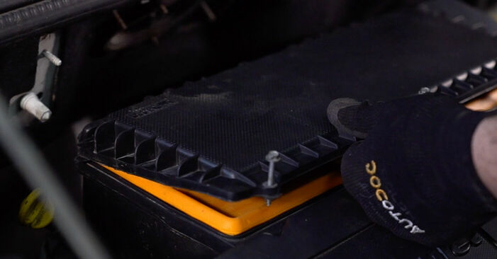Luftfilter beim FIAT DOBLO 1.3 JTD 16V Multijet 2008 selber erneuern - DIY-Manual