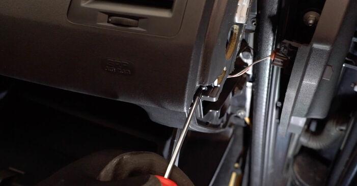Svépomocná výměna Kabinovy filtr na autě RENAULT MEGANE II Saloon (LM0/1_) 2011 1.6