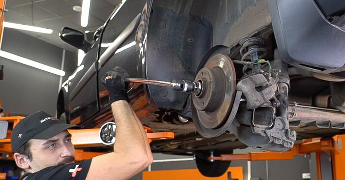 How to change Wheel Bearing on RENAULT MEGANE II Saloon (LM0/1_) 2001 - free PDF and video manuals
