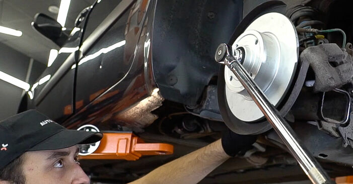 Changing Wheel Bearing on RENAULT MEGANE II Saloon (LM0/1_) 1.5 dCi (LM02, LM13, LM2A) 2004 by yourself