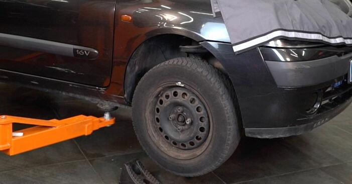 Renault Clio 2 1.2 16V 2000 Lengőkar cseréje: ingyenes szervizelési útmutatók