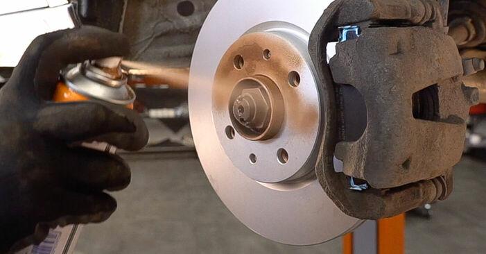 Bremsbeläge Fiat Doblo Cargo 1.9 D 2003 wechseln: Kostenlose Reparaturhandbücher