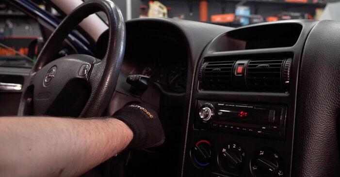 Opel Astra g f48 1.6 (F08, F48) 2000 Salona filtrs nomaiņa: bezmaksas remonta rokasgrāmatas