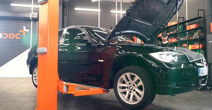 Wie Kraftstofffilter BMW E90 320d 2.0 2004 tauschen - Kostenlose PDF- und Videoanleitungen