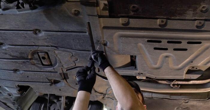 Wie Kraftstofffilter BMW 3 (E90) 320i 2.0 2005 austauschen - Schrittweise Handbücher und Videoanleitungen
