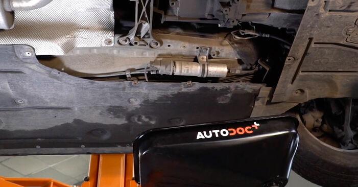 Wechseln Kraftstofffilter am BMW 3 (E90) 318i 2.0 2007 selber