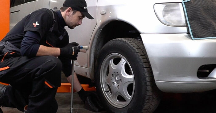 How to change Anti Roll Bar Links on Mercedes W638 Minibus 1996 - free PDF and video manuals