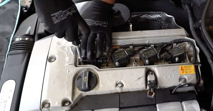 Recommandations étape par étape pour remplacer soi-même Mercedes W203 2005 C 200 CDI 2.2 (203.007) Bougies d'Allumage