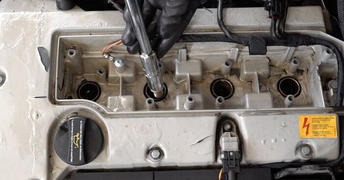 Combien de temps dure le remplacement : Bougies d'Allumage sur Mercedes W203 2000 - manuel PDF informatif