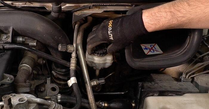 Remplacer Plaquettes de Frein sur Mercedes W638 Bus 1998 112 CDI 2.2 (638.194) par vous-même