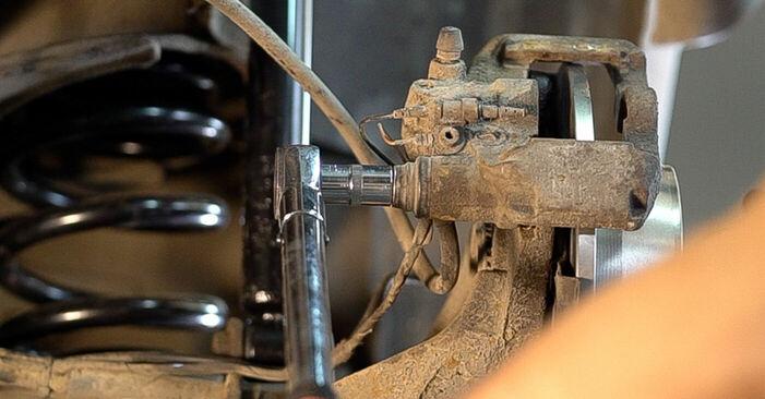 Mercedes W638 Minibus 108 CDI 2.2 (638.194) 1998 Brake Pads replacement: free workshop manuals