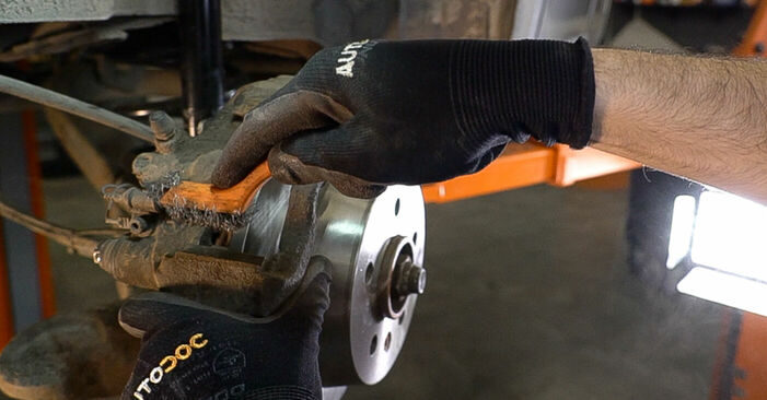 Changing Brake Pads on MERCEDES-BENZ VITO Bus (638) 110 CDI 2.2 (638.194) 1999 by yourself