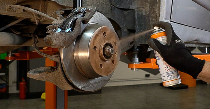MERCEDES-BENZ VITO 108 CDI 2.2 (638.194) Brake Pads replacement: online guides and video tutorials