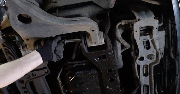 Så lång tid tar det att byta Länkarm på Mercedes W210 2003 – informativ PDF-manual
