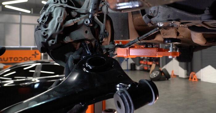 Hur byta Länkarm på Mercedes W210 1995 – gratis PDF- och videomanualer