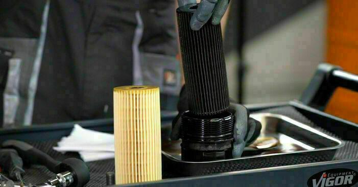 Mercedes W203 2005 C 200 CDI 2.2 (203.007) Olajszűrő csináld magad csere - javaslatok lépésről lépésre