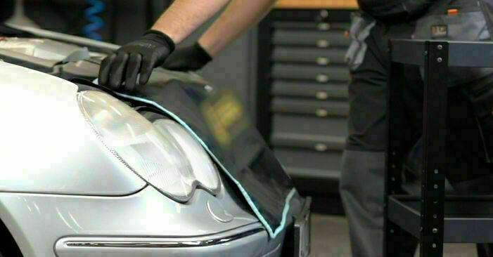 Mercedes W203 C 180 1.8 Kompressor (203.046) 2002 Olajszűrő cseréje: ingyenes szervizelési útmutatók