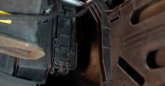 Austauschen Anleitung Innenraumfilter am Audi A6 4f2 2006 3.0 TDI quattro selbst