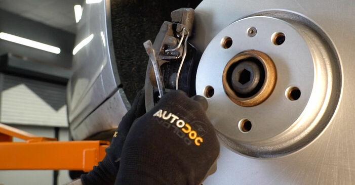 Wie schwer ist es, selbst zu reparieren: Bremsbeläge Audi A6 4f2 3.0 TDI quattro 2010 Tausch - Downloaden Sie sich illustrierte Anleitungen