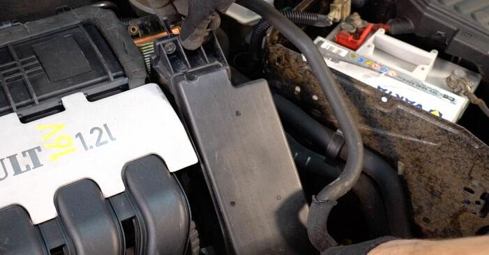 Kako zamenjati Zracni filter na RENAULT CLIO II (BB0/1/2_, CB0/1/2_) 2003 - prenesite PDF priročnike in video navodila