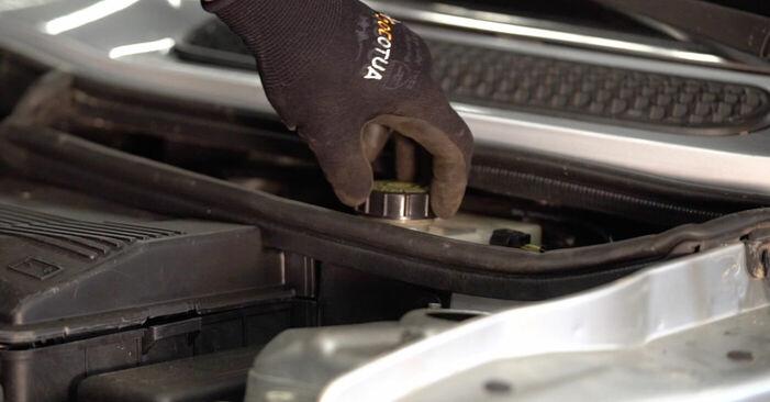 Wechseln Bremsscheiben am MINI MINI (R50, R53) 1.4 D One 2004 selber