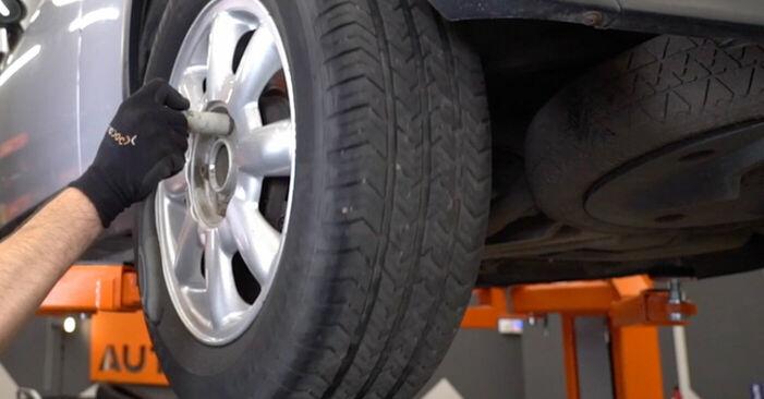 Wie MINI MINI 1.4 One D 2005 Bremsbeläge ausbauen - Einfach zu verstehende Anleitungen online