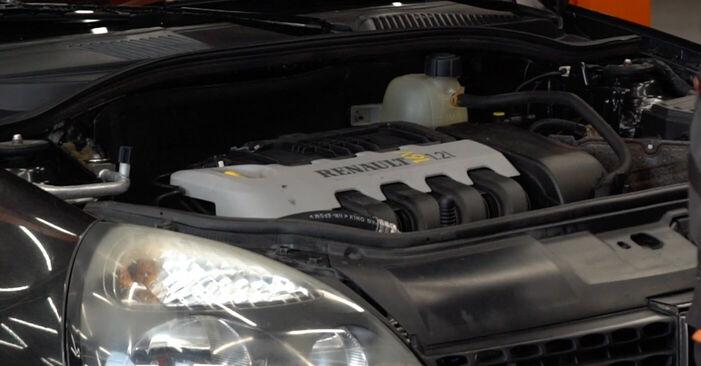 Wie Zündkerzen Renault Clio 2 1.2 1998 tauschen - Kostenlose PDF- und Videoanleitungen