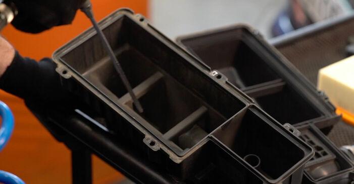Remplacer Filtre à Air sur Peugeot 208 1 2013 1.4 HDi par vous-même