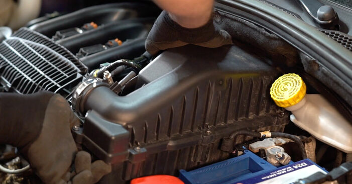 À quel point est-il difficile de le faire soi-même : télécharger le guide illustré pour le changement de Filtre à Air sur Peugeot 208 1 1.4 VTi 2018