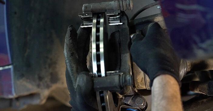 Hvor lang tid tager en udskiftning: Bremseskiver på Peugeot 208 1 2020 - informativ PDF-manual