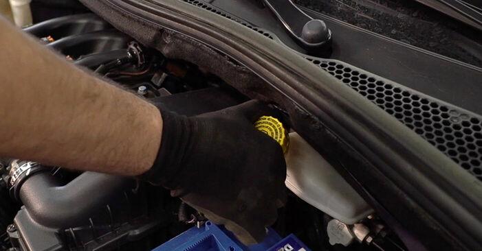 Peugeot 208 1 1.2 2014 Bremseskiver udskiftning: gratis værksteds manualer