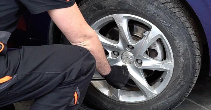 Hvordan man fjerner PEUGEOT 208 1.0 2016 Bremseskiver - nem at følge online instruktioner