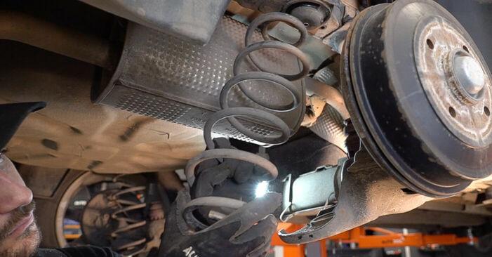Sostituendo Molla Ammortizzatore su Peugeot 208 1 2013 1.4 HDi da solo