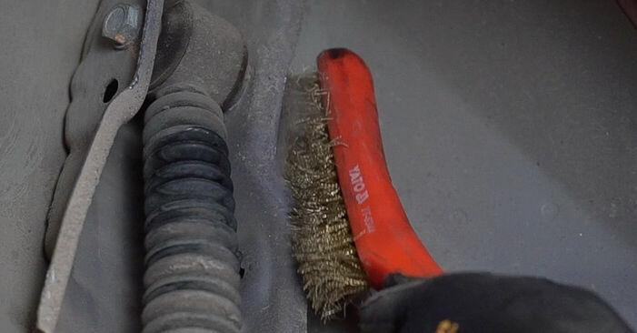 Sostituendo Ammortizzatori su Peugeot 208 1 2013 1.4 HDi da solo