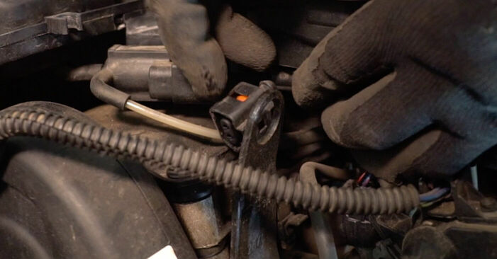 Zündkerzen beim VW GOLF 3.2 R32 4motion 2003 selber erneuern - DIY-Manual
