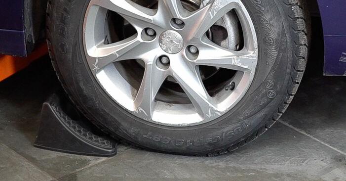 Wie Querlenker Peugeot 208 1 1.4 HDi 2012 tauschen - Kostenlose PDF- und Videoanleitungen