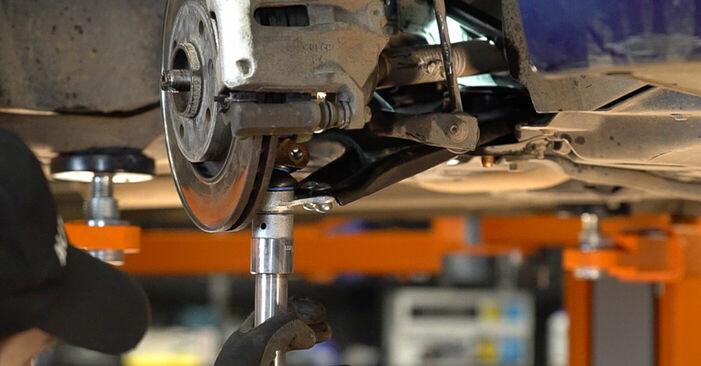 Austauschen Anleitung Querlenker am Peugeot 208 1 2013 1.4 HDi selbst